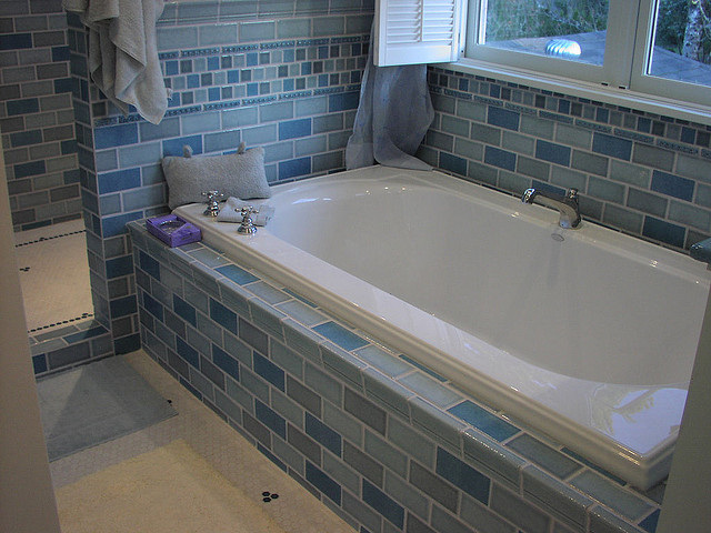 Shower and Tub Grout Cleaning